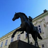 Városfejlesztés szobrászokkal. Székesfehérvári posztsorozat III.
