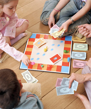 kids-play-boardgame_300.jpg
