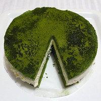 Vendégposzt #2: Café Cinnamon zöld teás, fehér csoki mousse-os tortája