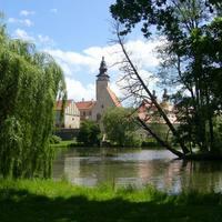A tó mögött a történelmi városközpont