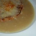 Hagymaleves sajtos pirítóssal