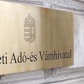 Elbocsátások és totális politikai kontroll: ilyen lesz az új NAV?