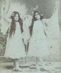 1900 kb Livi és Tenzi 400_1.jpg