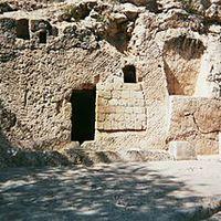 Milyen volt a Jézus sírját lezáró kő?