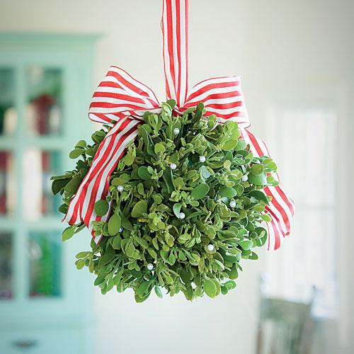 mistletoe-ball_sl.jpg