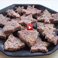 Hogyan készítsünk ízletes és egészséges, nyers, vegan, paleo karácsonyi sütit mandulából és áfonyából?