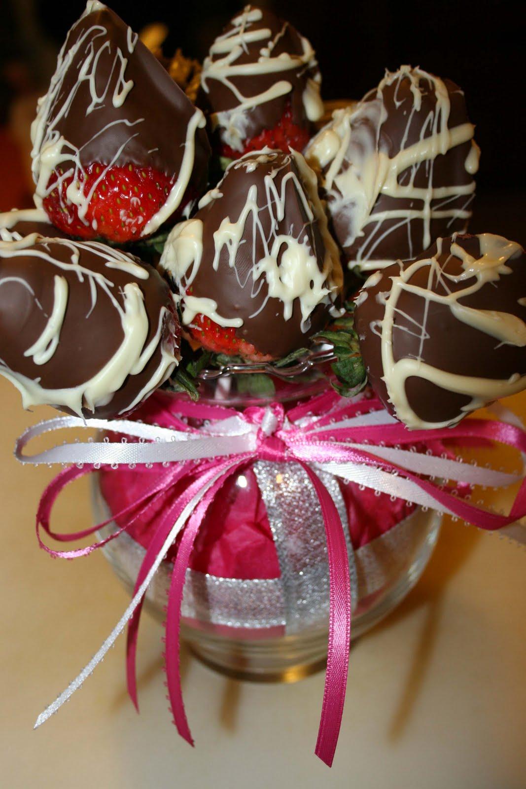 csokiba martott eper csokor 2.jpg