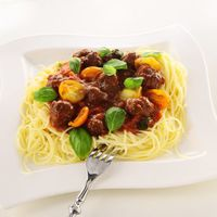 Fűszeres marhahúsgolyók paradicsomos spagettivel
