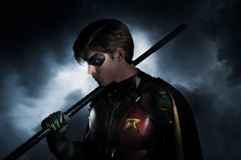 Bemutatkozik Robin - Íme az első kép a Titánok sorozat hőséről