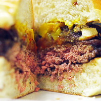 A nagy hamburger-párbaj: W35 VS A Gasztro Akrobata
