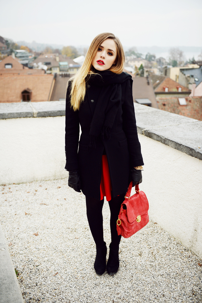 7_-black-and-red-outfit-with-red-satchel-bag.jpg