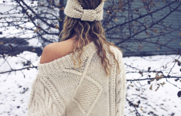 ae9glc-l-610x610-sweater-white_knit-knit_sweater-oversized_sweater-knitted_beanies-holiday_season-hat-winter_sweater-headwrap-warm-beige-beige_sweater-beige_sweatshirt-oversized-winter_outfits.jpeg