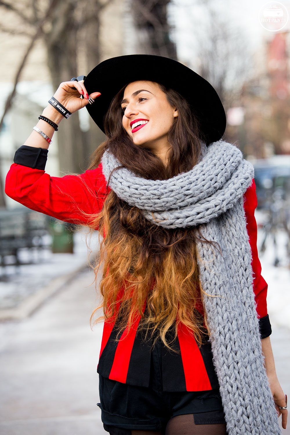 do-the-hotpants-dana-suchow-oversize-scarf-black-wide-brim-hat-nyc-new-york-city-winter-fashion-streetstyle-red-lipstick-blogger_mg_3899.jpg