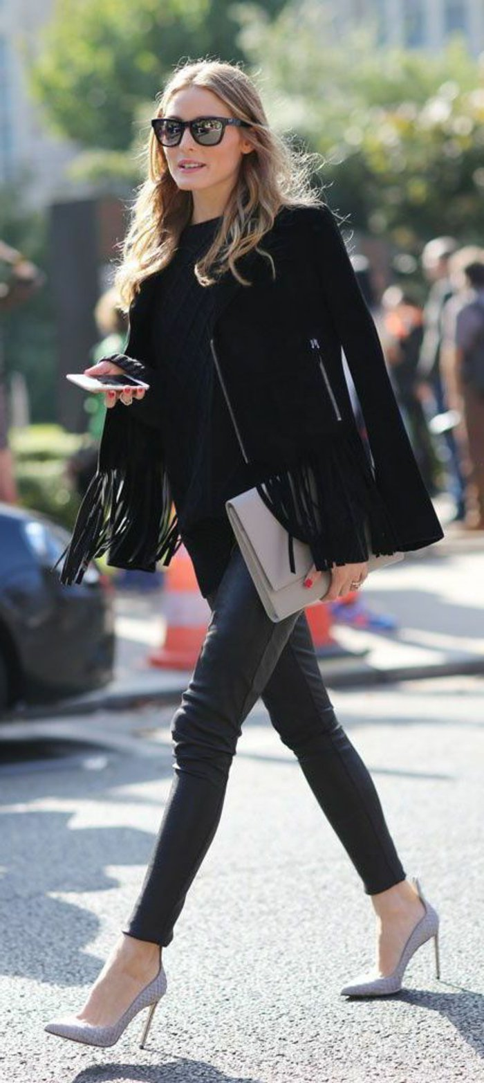 olivia-palermo-kurzes-modell-mantel-fransen-schwarz-lederhosen.jpg