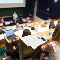 Tömegek jelentkeznek tanárképzésre