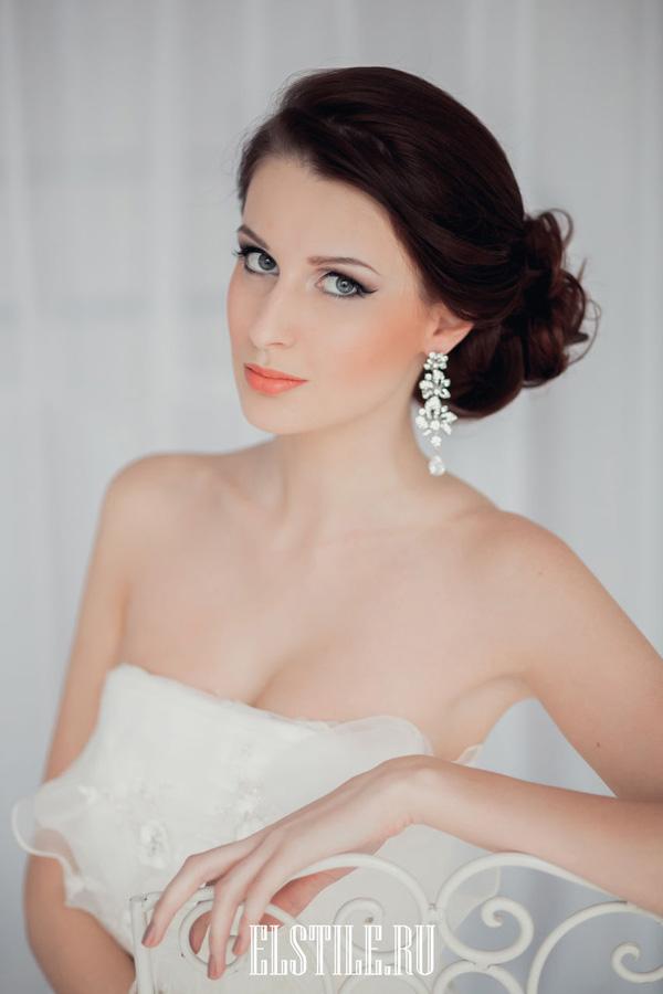 bridal-makeup-look-with-orange-lip.jpg