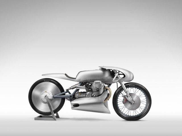 Egy spéci Moto Guzzi az alapító emlékére