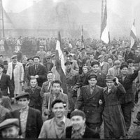 Lódenkabát és micisapka - Divat az 50-es években