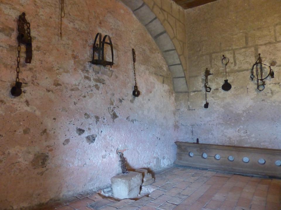 torture-chamber-122795_960_720.jpg