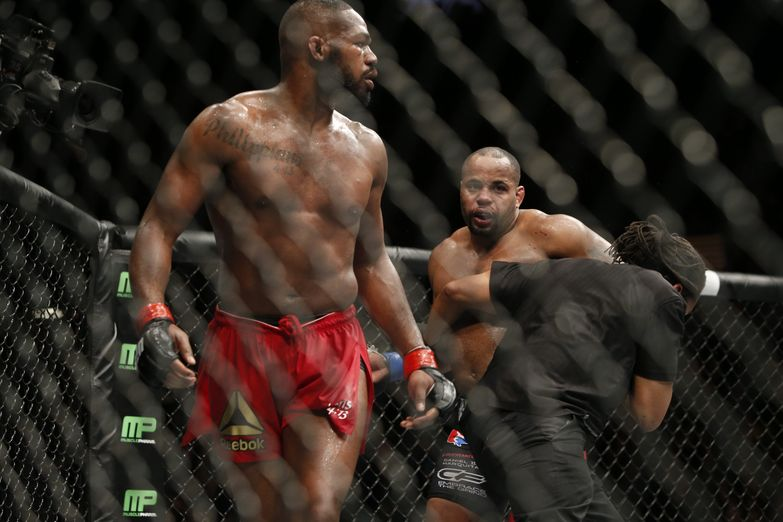 238_jon_jones_vs_daniel_cormier_0_0.jpg