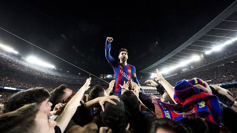 messi-party-with-harrow-image-makes-the-story.jpg