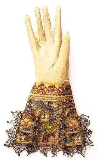 gloves_c1590_vamuseum.jpg