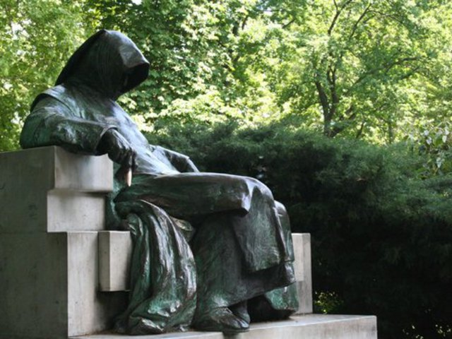 Hét szerencsehozó szobor Budapesten