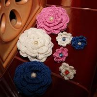 Kitűző és gyűrű horgolt virágból