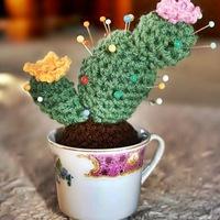 Horgolt kaktusz csészében