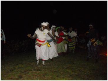 4. Kép Helyi asszonyok törzsi tánca a Lopé Nemzeti Parkban.JPG