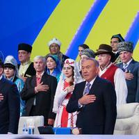 12 éves Kazahsztán himnusza