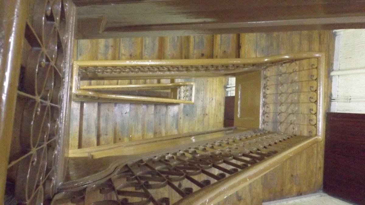 Autentikus régi falépcsős lépcsőház.
