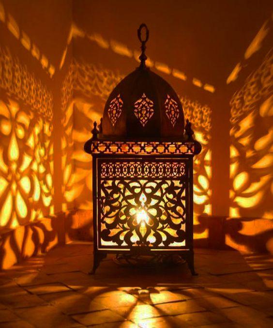 A marokkói lámpások varázslatos fénye