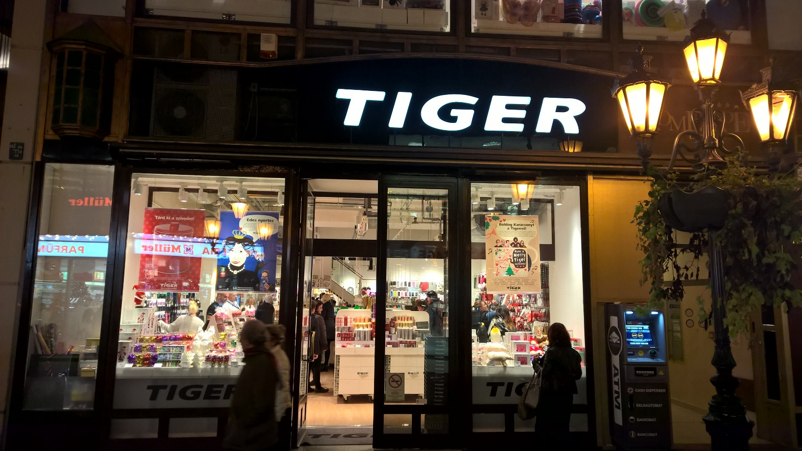 Válogatás a kínai piacról trendi köntösbe öltöztetve - Tiger a Váci utcában