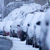 Van értelme a járdán havat lapátolni?