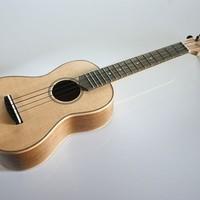 A Risa koncert méretű ukuleléje diófából