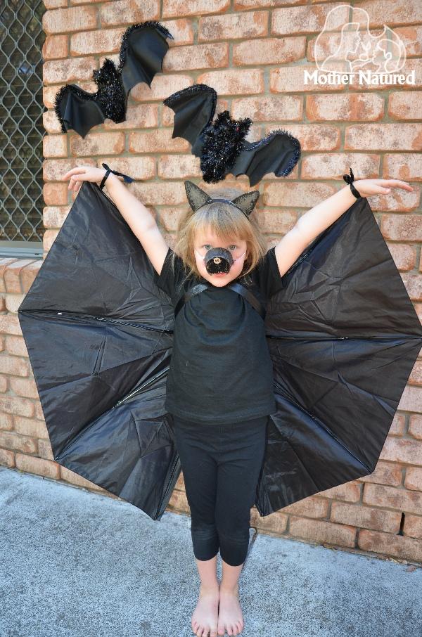 make-a-bat-costume-with-an-umbrella_1.jpg