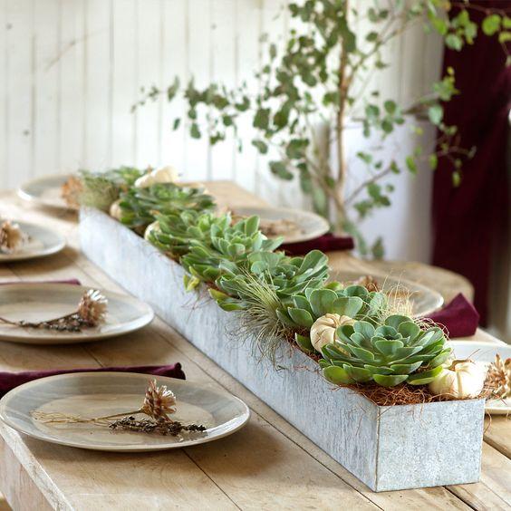 Látványos és elegáns, ráadásul házilag is elkészíthető. Bármilyen növénnyel elkészíthető, azonban a szárazságtűrő növények praktikusabbak.