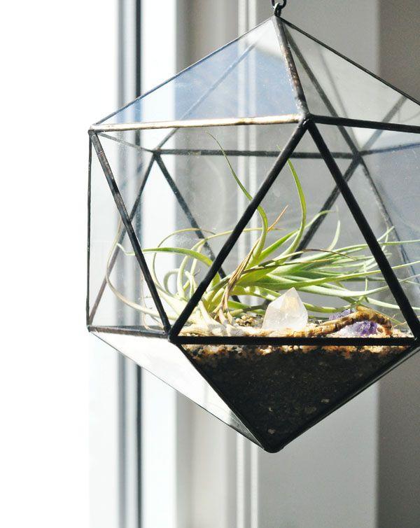 Az egyszerű geometrikus formák  megunhatatlanok. Igénytelen, sziklakerti növényekkel kiegészítve nem lesz rá sok gond.