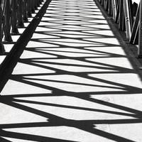 Női nemi szerveket szimbolizáló árnyékok a Lánchídon - a nap képe az Indafotón
