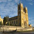 A fóti templom Ybl tervezte kerámiadíszeit árulják, hogy támogassák a felújítását