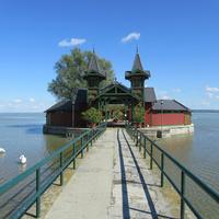 Hogyan strandoltunk 150 éve? A Balaton utolsó épen maradt fürdőszigete: monarchista életérzés iható fürdővízzel