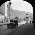 Történelem egy boltív alól fotózva. Hogyan változott a kilátás a Piarista közből?