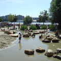 Vízi játszóteret a Margitszigetre! Vagy a Hajógyárin lehessen pancsolni, folyókat terelni, tutajozni, kötélhídról csobbanni?