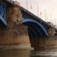 Szavazás a hídról. Emelkedő parkolódíjak. Kávéháború Budapesten - napi linkek