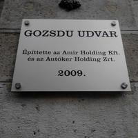 Mikor is épült a Gozsdu-udvar? Pofátlan tábla a Dob utcából