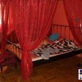 Bemikrofonozott* baldachinos ágy és a világ leghosszabb, véletlenül hirdetésben maradt ingatlanos szövege