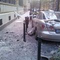 Autót tört össze a leomló párkányzat a Palotanegyedben. Az elhibázott lakásprivatizáció miatt omladoznak a budapesti házak