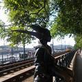 Évek óta csonka Budapest egyik legnépszerűbb szobra. Senkit nem zavar, hogy törött a Kiskirálylány?