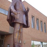 Új szobrot avattak Tétényben. Bár politikust ábrázol, valószínűleg nem akarja áthelyezni egy kormány sem